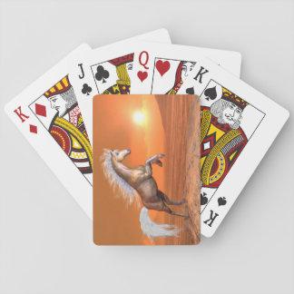 Cheval s'élevant par coucher du soleil - 3D Jeux De Cartes