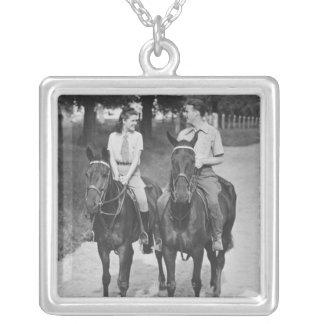Chevaux d'équitation de couples collier