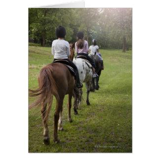 Chevaux d'équitation de petites filles carte de vœux