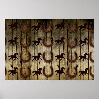 Chevaux et fers à cheval sur les cadeaux en bois affiches