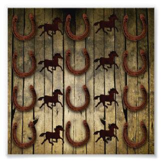 Chevaux et fers à cheval sur les cadeaux en bois photographies
