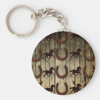 Chevaux et fers à cheval sur les cadeaux en bois porte-clé rond