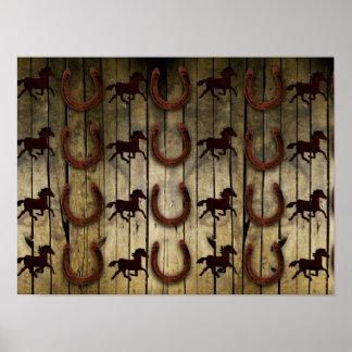 Chevaux et fers à cheval sur les cadeaux en bois poster