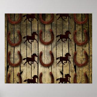 Chevaux et fers à cheval sur les cadeaux en bois posters
