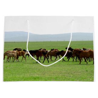Chevaux sur la prairie - photographie de paysage grand sac cadeau