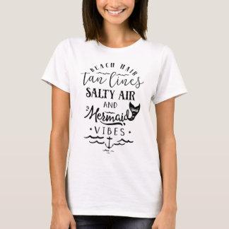 Cheveux de plage, lignes bronzages, air salé, et t-shirt