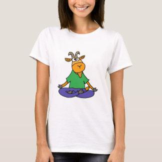 Chèvre drôle faisant le yoga de position de Lotus T-shirt