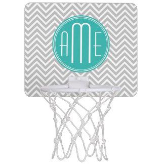 Chevron gris moderne élégant et monogramme en bon mini-panier de basket