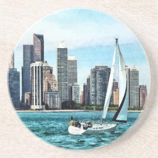 Chicago IL - Voilier contre l'horizon de Chicago Dessous De Verre En Grès