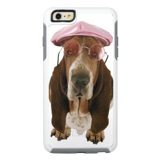 Chien de basset dans les lunettes de soleil et le coque OtterBox iPhone 6 et 6s plus