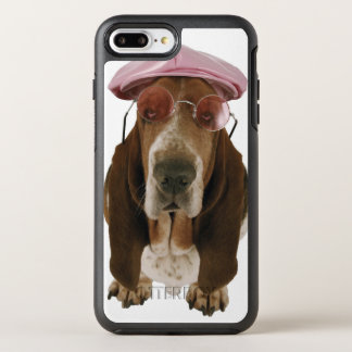 Chien de basset dans les lunettes de soleil et le coque otterbox symmetry pour iPhone 7 plus
