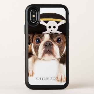 Chien de Boston Terrier habillé en tant que pirate