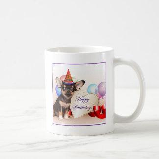 Chien de chiwawa d'anniversaire mugs à café