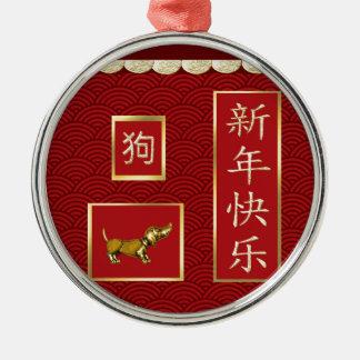 Chien de teckel, or cranté, conception asiatique ornement rond argenté