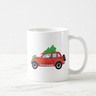 Chien de traîneau sibérien rouge dans la voiture mug
