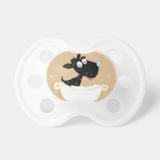 Chien noir mignon tiré par la main dans le bain sucettes pour bébé