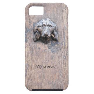 Chien sculpté sur la porte en bois coque tough iPhone 5