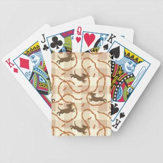 chiens chanceux avec l'arrière - plan de saucisses jeux de cartes