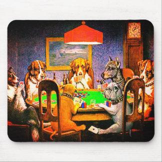 Chiens jouant au poker un ami dans le besoin tapis de souris