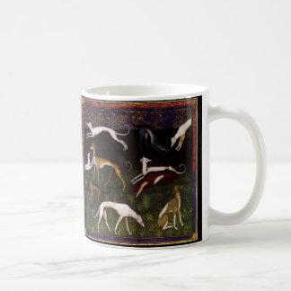 Chiens médiévaux de lévrier dans les bois profonds mug