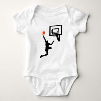 Chiffre de basket-ball faisant un Layup Body