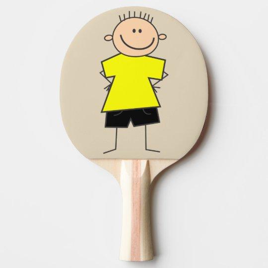 Chiffre souriant palette de bâton de garçon raquette de ping pong