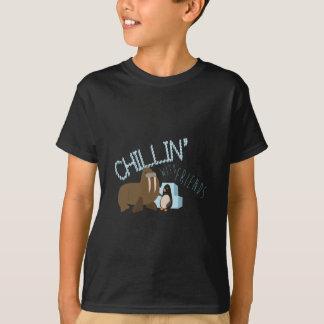 Chillin avec des amis t-shirt