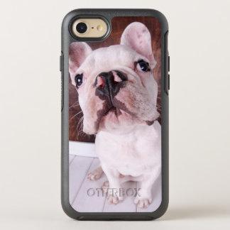 Chiot de bouledogue français (7 mois) coque OtterBox symmetry iPhone 8/7