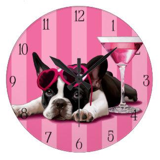 Chiot de bouledogue français grande horloge ronde