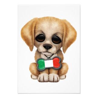 Chiot mignon avec l'étiquette italienne d'animal f invitation personnalisée