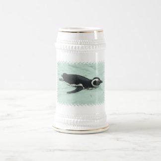Chope À Bière Bière Stein de pingouin de natation