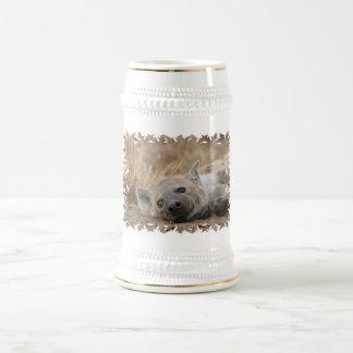 Chope À Bière Bière Stein d'image d'hyène