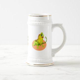 Chope À Bière Lézard heureux vert adorable d'iguane de nature