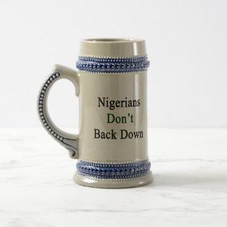 Chope À Bière Nigerians ne soutiennent pas vers le bas