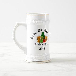 Chope À Bière Oktoberfest apportent sur la civière Stein