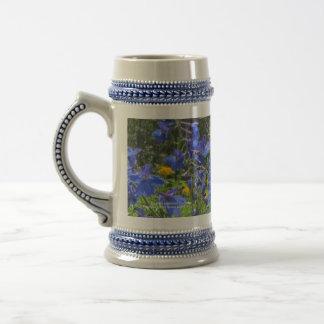 Chope À Bière Stein de delphinium de bleu de cobalt