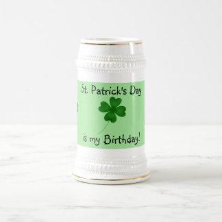 Chope À Bière Trèfle de feuille de l'anniversaire 4 du jour de