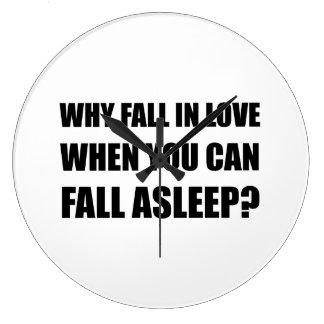 Chute dans l'amour endormi grande horloge ronde