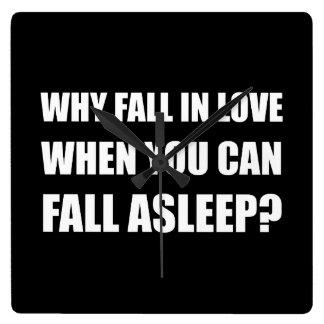 Chute dans l'amour endormi horloge carrée
