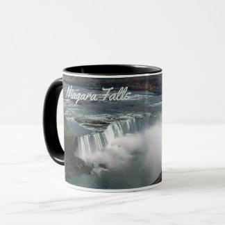 Chutes du Niagara sur une tasse de café
