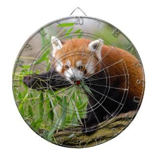 Cible De Fléchettes Panda rouge mangeant la feuille verte