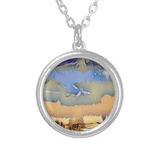 Ciel abstrait d'horizon modifié la tonalité par collier