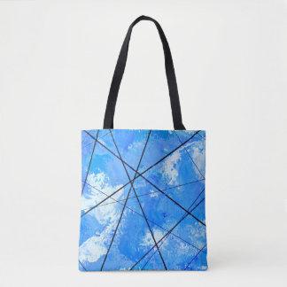 Ciel bleu avec des nuages et des lignes à haute sac