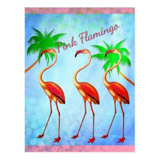 Ciel bleu de palmiers roses géniaux de flamants carte postale