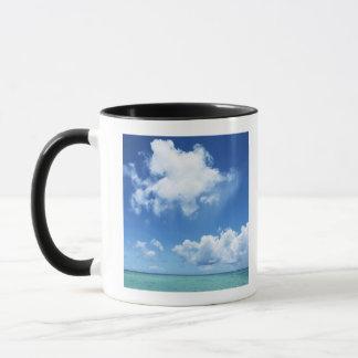 Ciel bleu et la mer mugs