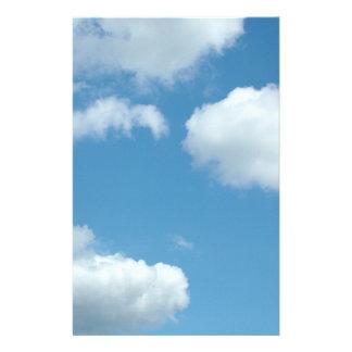 ciel bleu et nuages blancs papier à lettre customisé