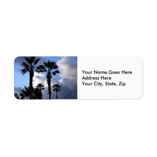 Ciel bleu et palmiers étiquette d'adresse retour