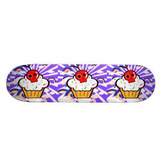 Ciel d'arc-en-ciel de petit gâteau de cerise de plateau de skateboard