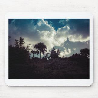 Ciel des Bermudes derrière le sommet Tapis De Souris