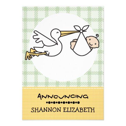 Cigogne avec des annonces d'une naissance de bébé invitations personnalisées